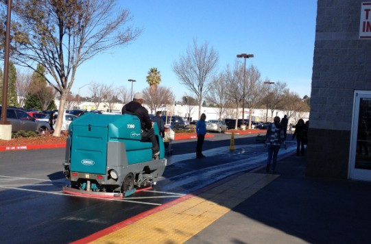 Concord costco pulls out the zamboni in the icy parking for Floor zamboni machine