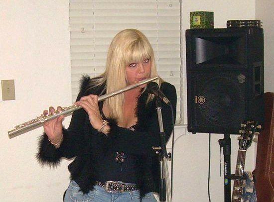 mary-lou-rockin-flute