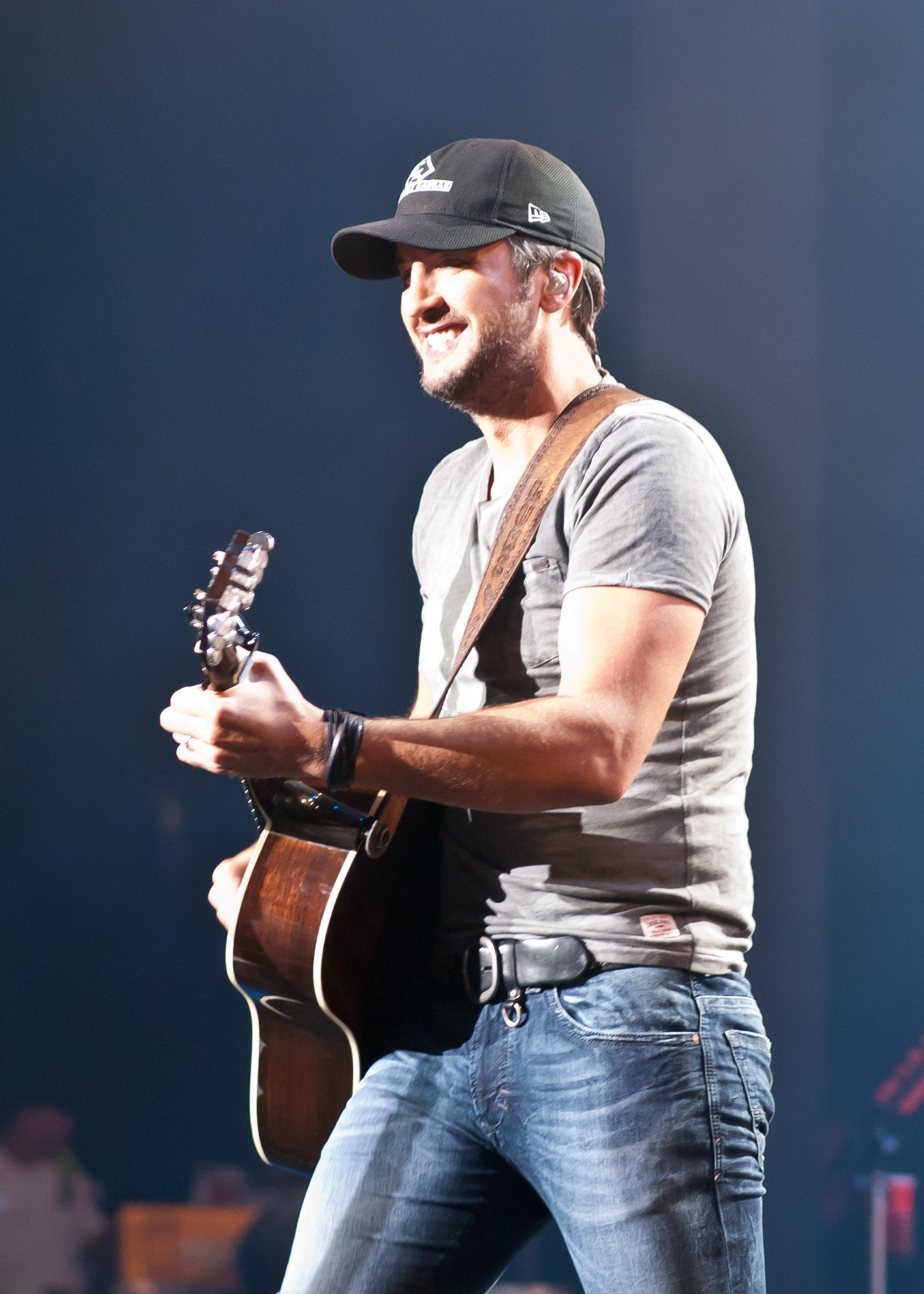 Luke Bryan Singing